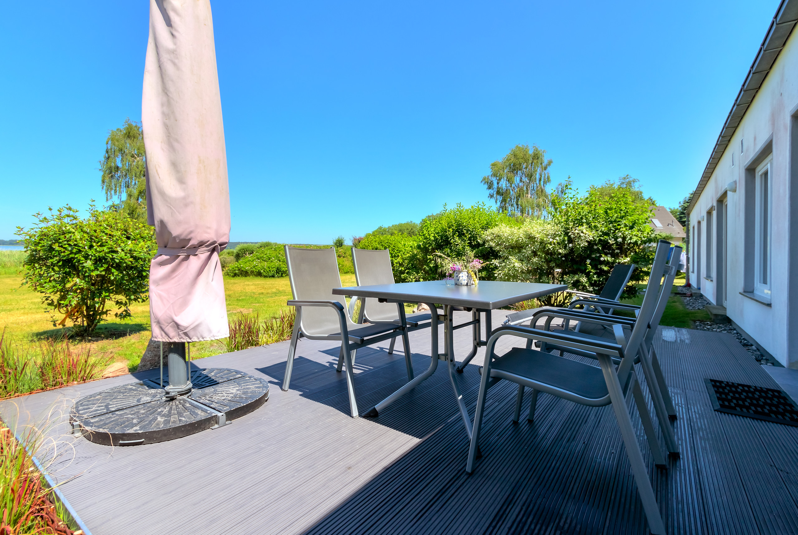 Terrasse inkl. Möbeln und Seeblick