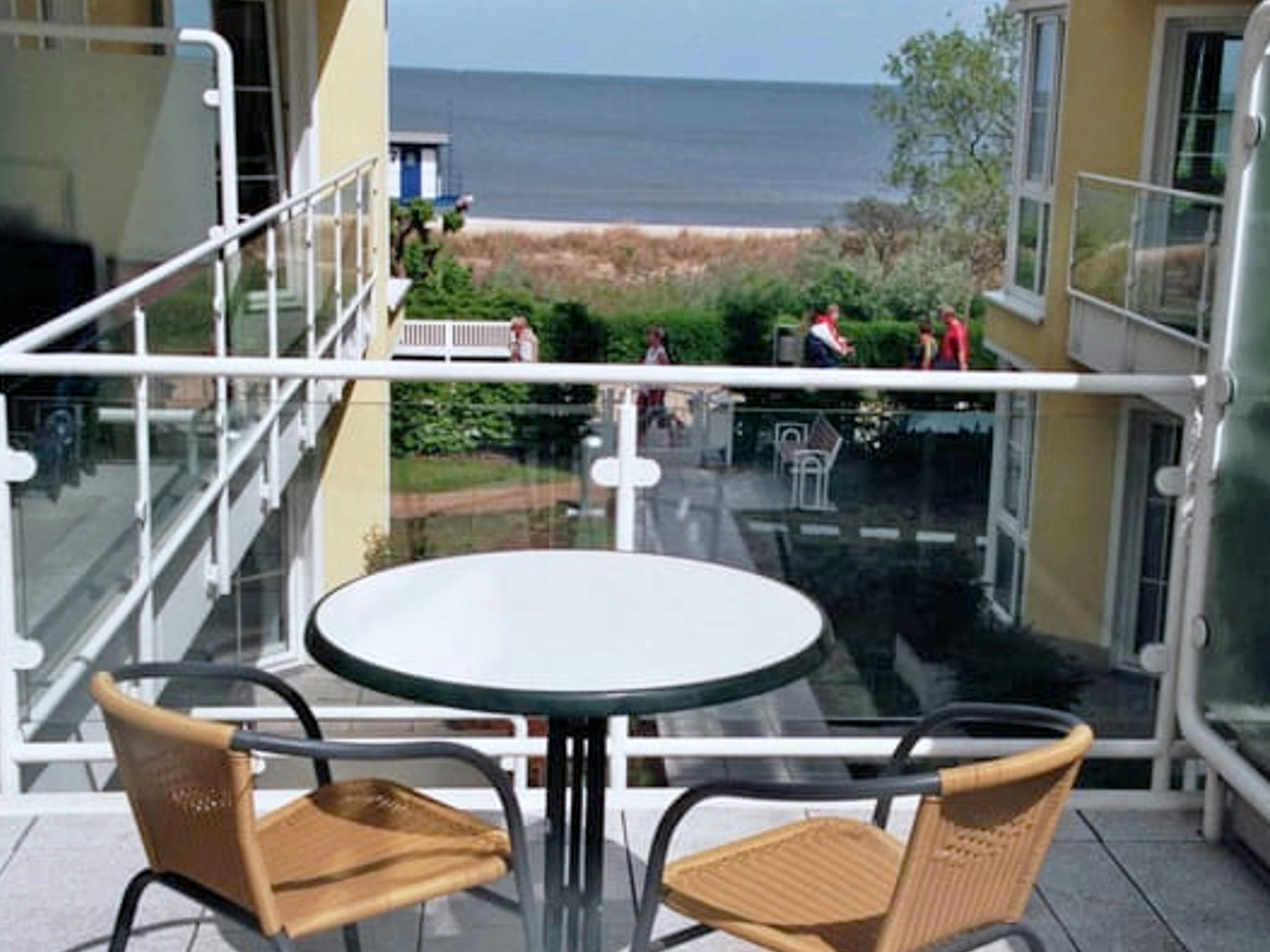 Terrasse mit Blick auf die Ostsee