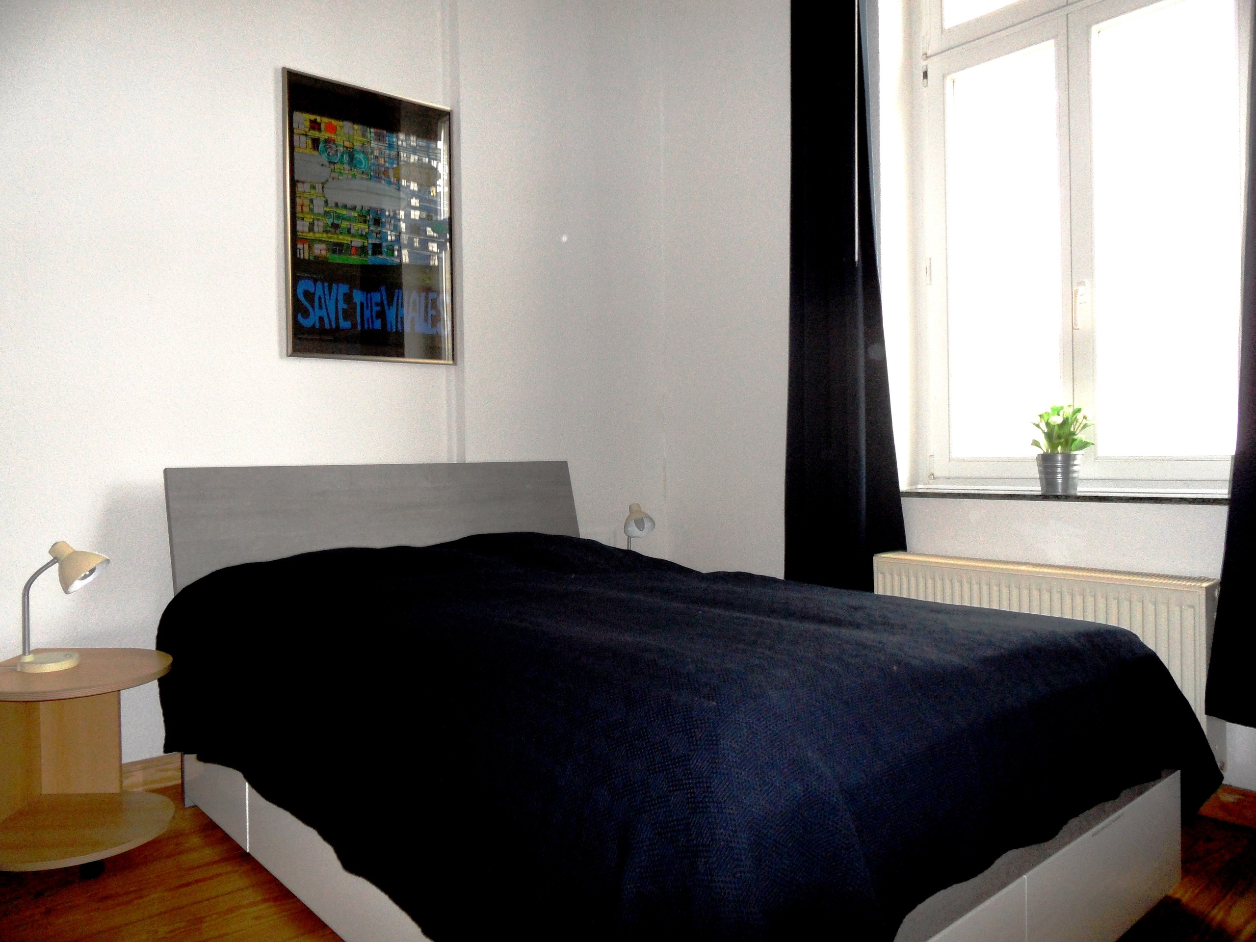 Bett (Maße: 140 x 200 cm)