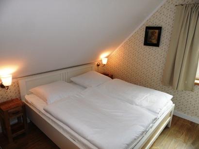 1. Schlafzimmer mit Bett 180 x 200 cm